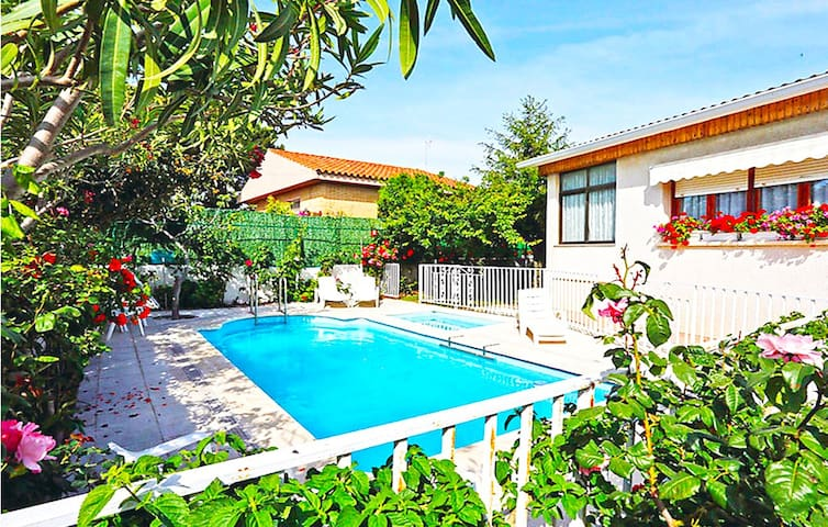 Catalunya Casas: Marvelous Villa Cambrils for 9 guests, only 1km from the beach!
