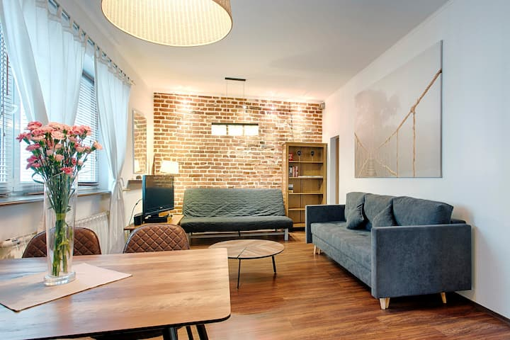 Romantic City Center Apartment by Tyzenhauz