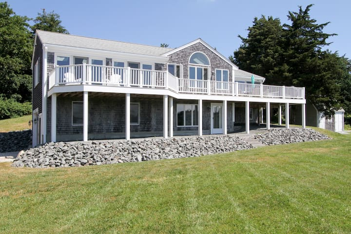 Updated 3BR Waterfront on Town Cove