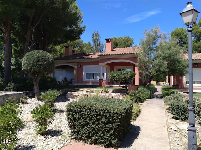 House at Bonmont Terres Noves 6 pax