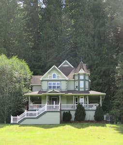 Romantic Victorian Hideaway,Tucked in the Trees #1