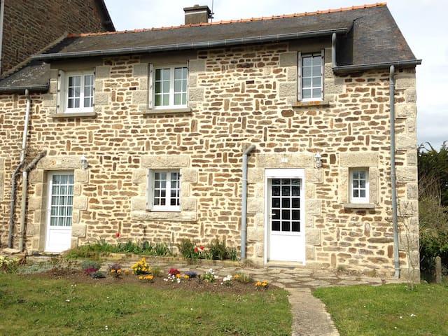 Maison en pierre à Lanvallay - Lanvallay - Haus