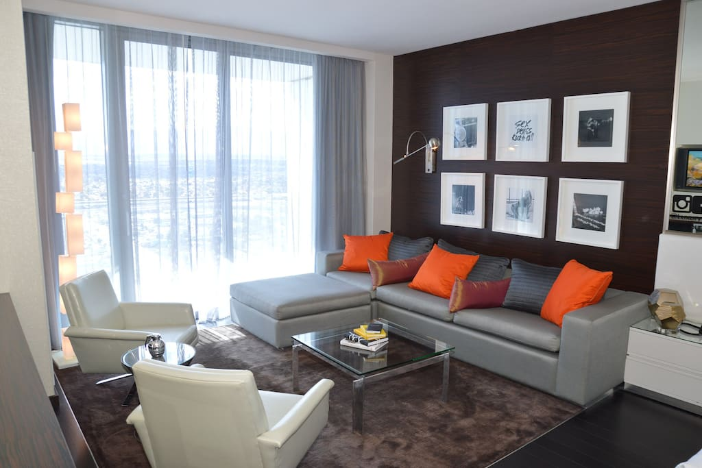 Amazing Suite with Custom Art that you will not find in any other suite in this tower!