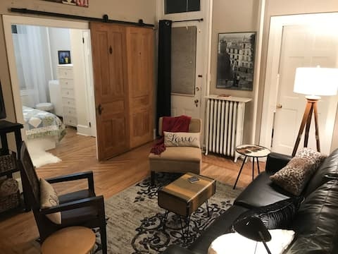 Welcoming Comfy Chic flat in downtown West Chester