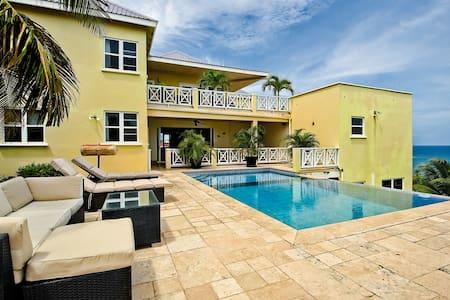 Bentley Villa. Stunning hillside property. -  Half Moon Bay - Huvila