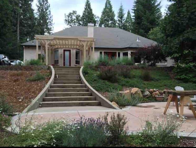 Beautiful Retreat Home near Apple Hill!