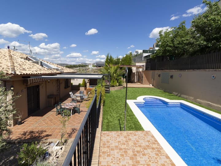 House with pool and free Wi-Fi next to Granada