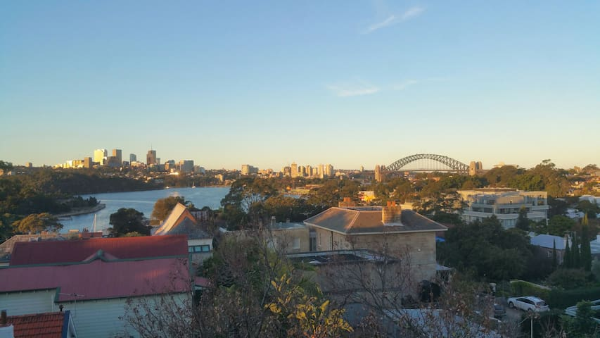 Homely Comfort with a Stunning View - Balmain - Lägenhet