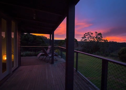 OLLIE'S VIEW - beautiful accommodation on 8 acres