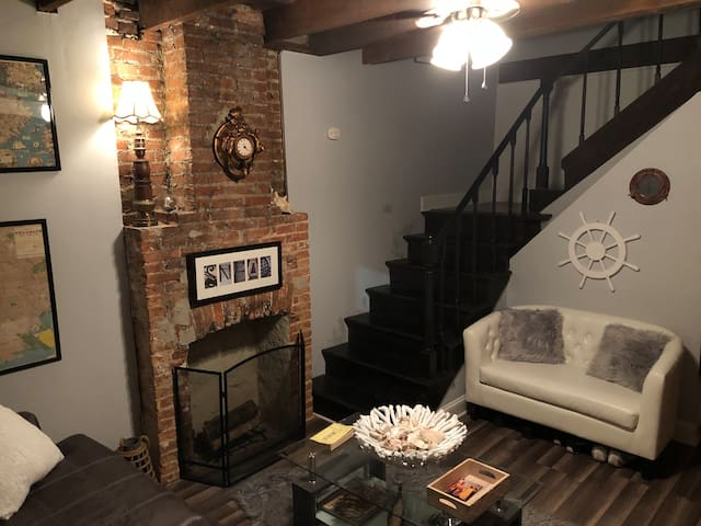 Bedroom in rowhouse by Camden Yards/Ravens Stadium