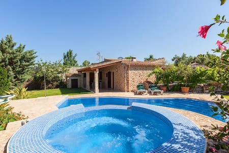 Villa with Private pool and Jacuzi