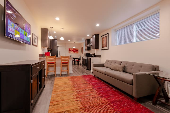Luxury apt on Queen Anne's desirable South Slope