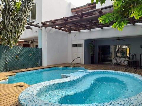 Casa renovada c/piscina privada cercana a playa ☼
