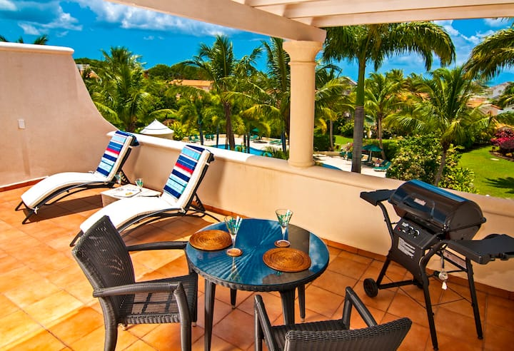 Delightful condo with private roof terrace!