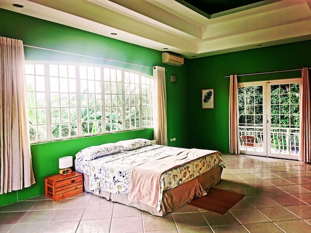 Bedroom suite & serene gardens near the airport