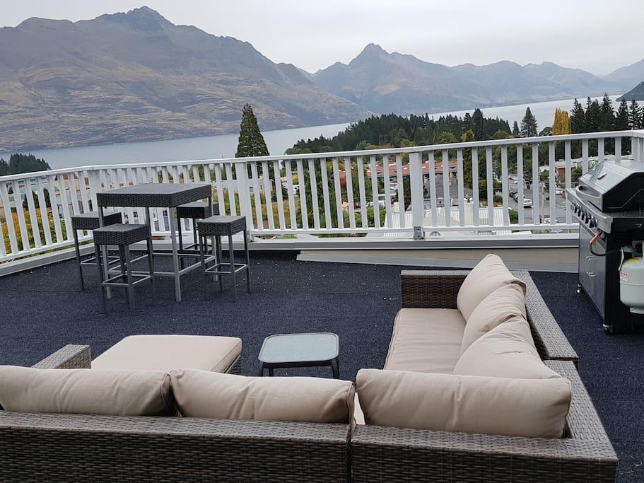 Amazing communal rooftop garden