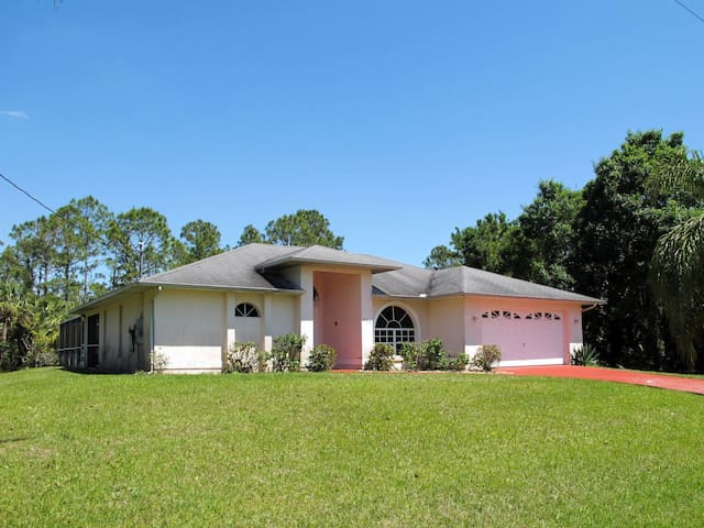 Holiday home in Lehigh Acres for 4 persons