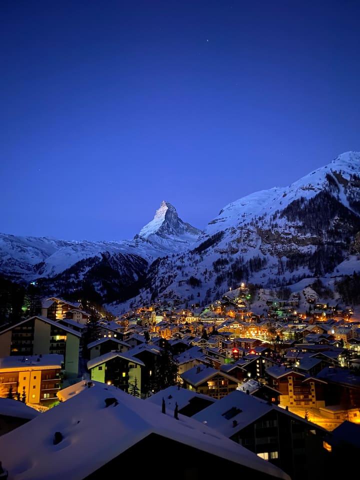 Charmante Dachwohnung mit Matterhornblick (2.5 Zi)