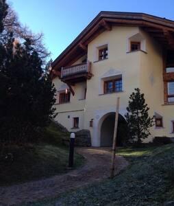 100% Engadiner Stil - Bregaglia - Wohnung