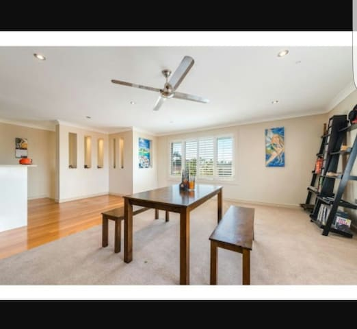 Private room in great location! - Runaway Bay