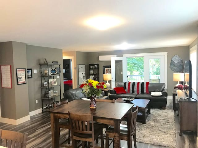 Brand New condo, all new appliances and furniture