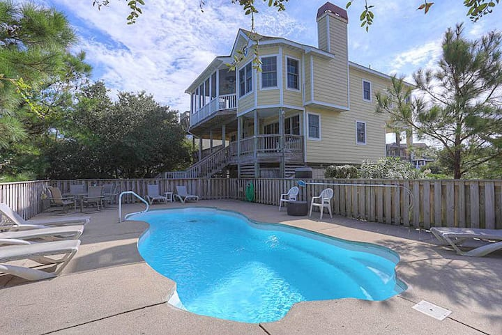 1001 Mermaid Fantasy * 600 ft to Beach * Private Heated Pool * Hot Tub * Foosball Table