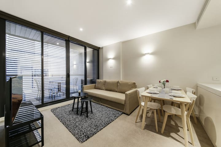 A Cozy 2BR Suite Next to Federation Square