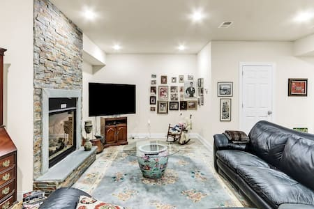 McLean-Tysons-WashDC, large in-law apart 2 bedroom