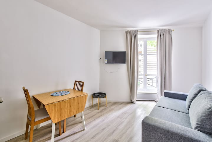 Live The True Parisian Life: Flat Near St Martin