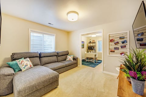Large, Private, King & Queen beds,  5 min to I-15.