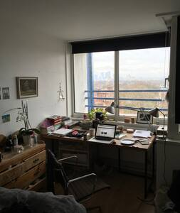 Double room for short sublet - London