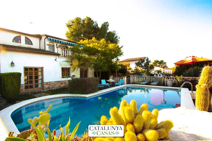 Lovely villa in Castellet for 9 guests, only 8 minutes to the beach - Costa Dorada