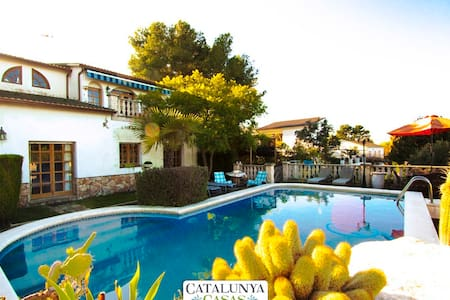 Lovely villa in Castellet for 9 guests, only 8 minutes to the beach - Costa Dorada - Villa
