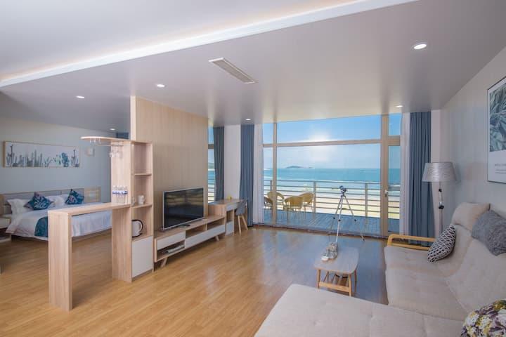 坐拥崂山仰口80平米的海景日出套房,拥有沙滩/户外游泳池/儿童游玩区/餐厅  N1