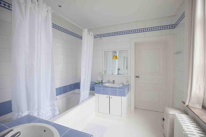 Salle de bain attenante aux chambres 3 et 4
