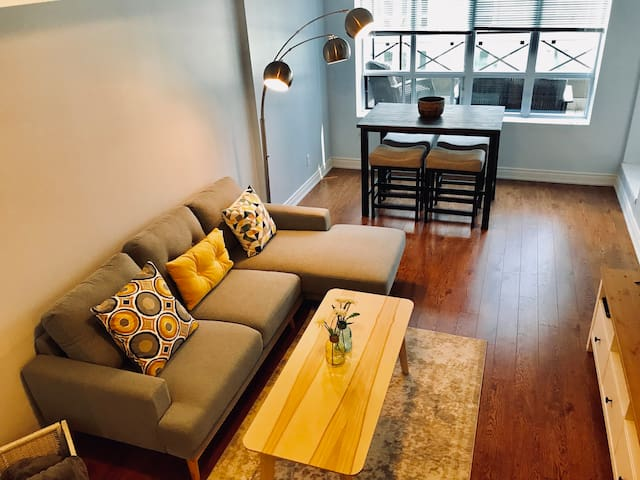 MODERN 2BD/PARKING/TERRACE /ENTERTAINMENT DISTRICT