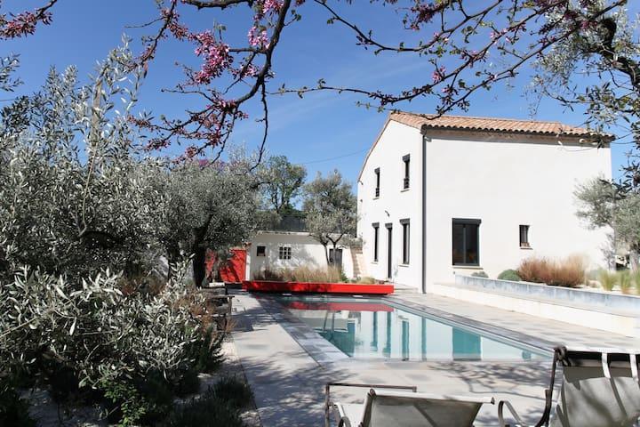Maison indépendante avec piscine à Nyons.