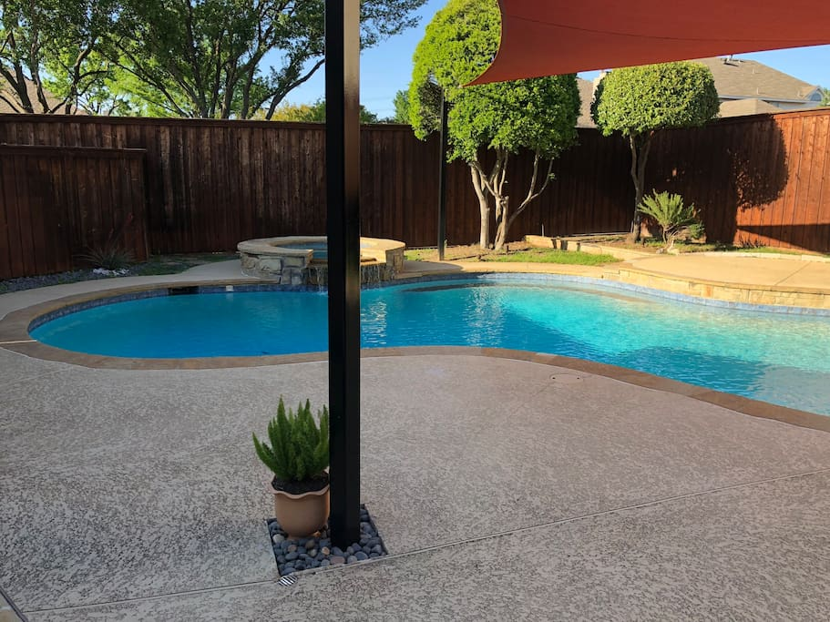 Custom shade sails over the pool to protect you and your guests from hat hot Texas Sun☀️