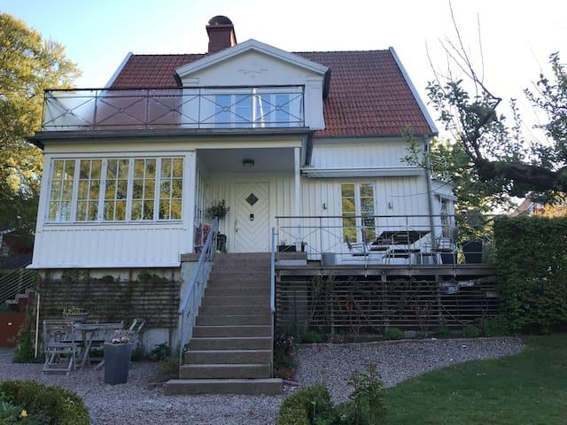 Hus med charm och fantastiskt läge i Lerum