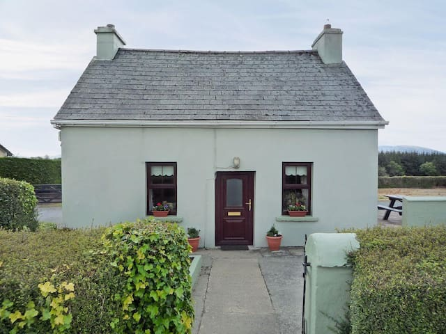 Norah's Cottage (W32270)