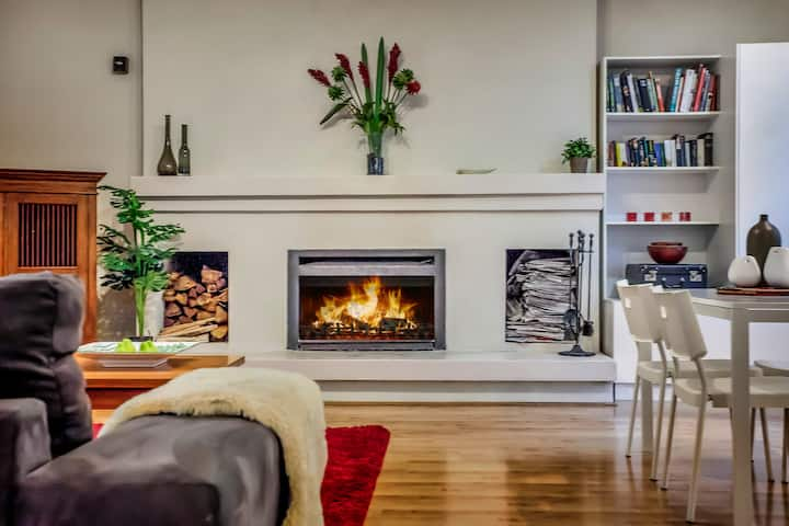 Isolated 5 bed  lodge Olinda Dandenong's Spa-Fire