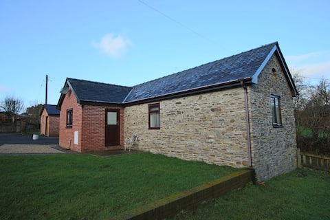 Cosy detached rural one bedroom cottage