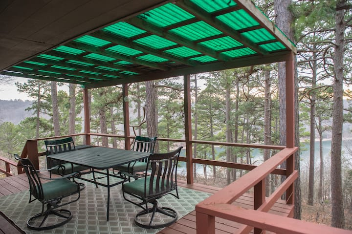Secluded Beaver Lake Cabin close to Eureka Springs
