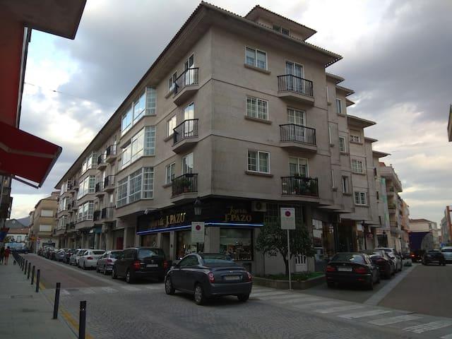Calle y Edificio de la ubicación del alojamiento