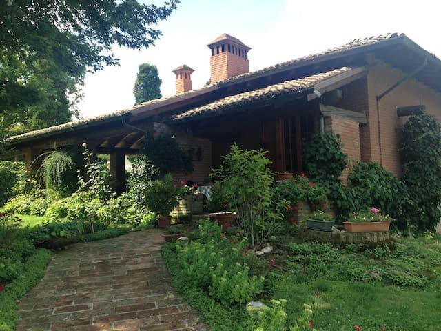 Villa di campagna immersa nel verde - Ventoso - Villa
