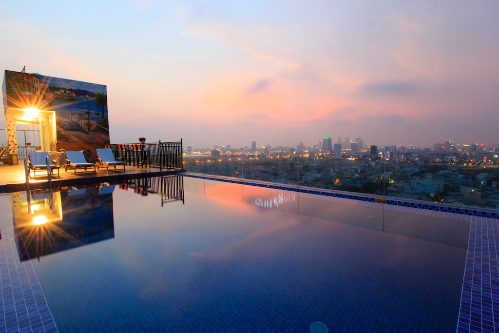 The pool on nights with the city view