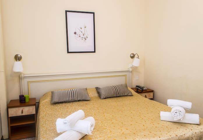 Camera Doppia Economy  Con Bagno Privato e Balcone - Rimini - Bed & Breakfast