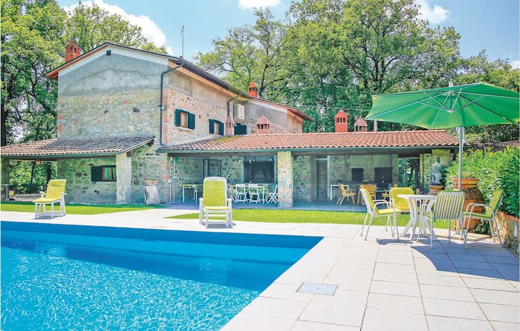Holiday cottage with 3 bedrooms on 200m² in Terranuova Bracciolini