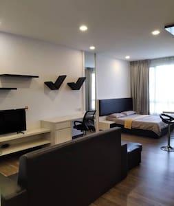 Grand Luxurious Furnishing Sg Long Landmark Studio