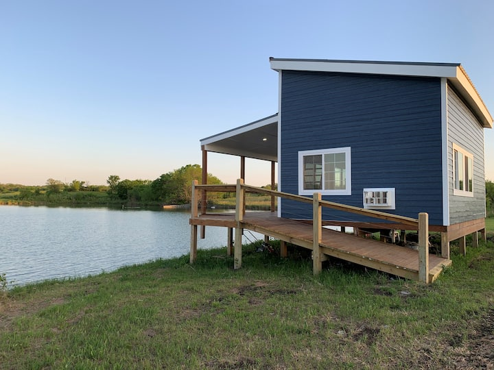 Brand new waterside tiny home on private lake!